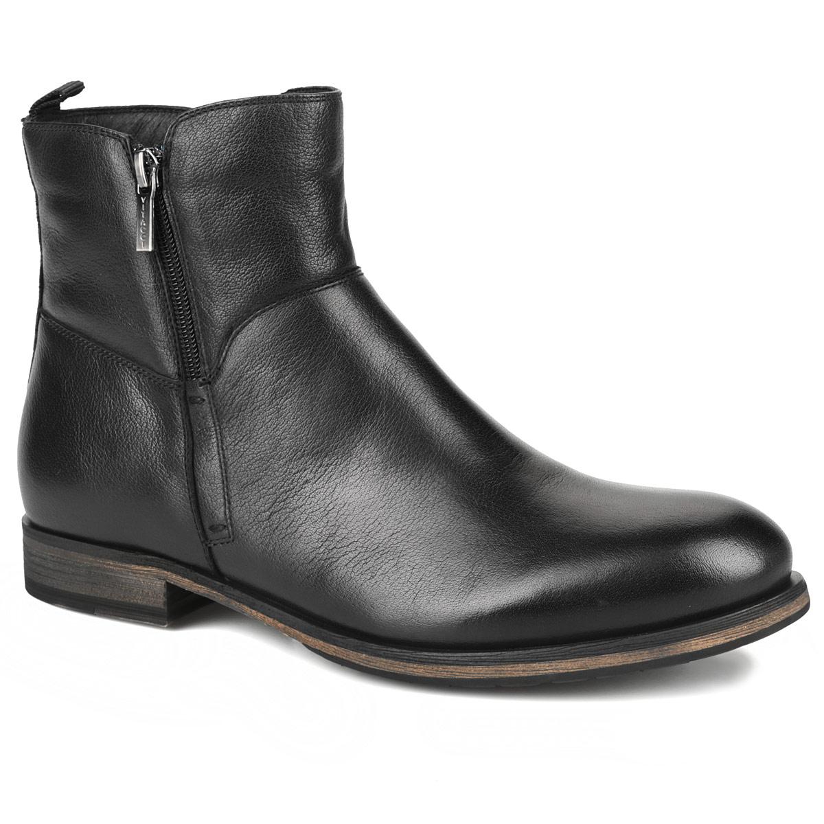 Ботинки мужские. M21242M21242Стильные мужские ботинки от Vitacci - отличный вариант на каждый день. Ботинки изготовлены из натуральной кожи. Подкладка и стелька - из мягкого ворсина защитит ноги от холода и обеспечит комфорт. Задник дополнен ярлычком. Ботинки застегиваются на молнии, расположенные по бокам. С одной стороны молния застегивается от щиколотки до верха голенища. Подошва из резины с рельефным протектором обеспечивает отличное сцепление на любой поверхности. В этих ботинках вашим ногам будет комфортно и уютно. Они подчеркнут ваш стиль и индивидуальность.