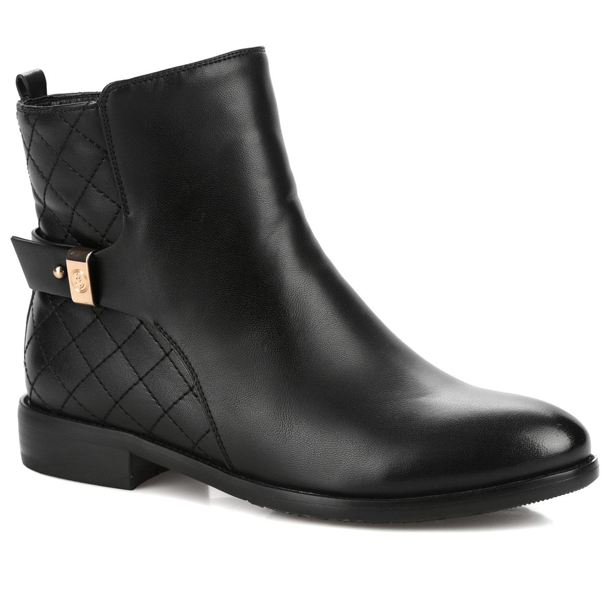Ботинки женские. 60107-01-1B60107-01-1BМодные ботинки от Inario займут достойное место в вашем гардеробе. Модель выполнена из искусственной кожи и оформлена задним наружным ремнем, сбоку - стеганым узором в виде ромбов и декоративным ремешком. Ярлычок на заднике облегчает надевание обуви. Ботинки застегиваются на боковую застежку-молнию. Мягкая подкладка и стелька из байки сохраняют тепло, обеспечивая максимальный комфорт при движении. Невысокий каблук устойчив. Рифленая поверхность каблука и подошвы защищает изделие от скольжения. В таких ботинках вашим ногам будет комфортно и уютно!