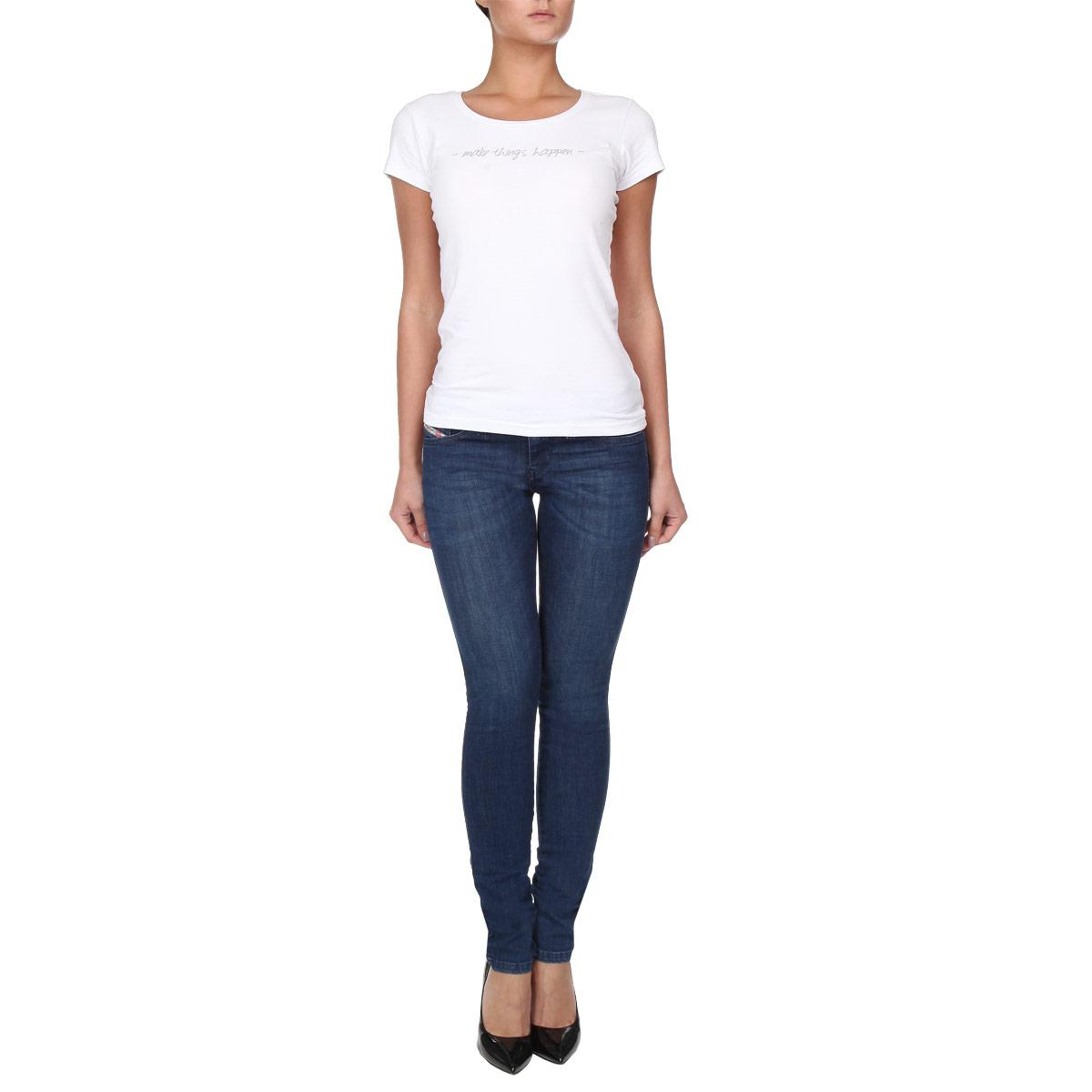 Джинсы женские. 00S54P-0843I00S54P-0843I/01Стильные женские джинсы Diesel - это джинсы высочайшего качества, которые прекрасно сидят. Они выполнены из высококачественного материала, который обеспечивает комфорт и удобство. Модель зауженного кроя и заниженной посадки станет отличным дополнением к вашему современному образу. Джинсы застегиваются на пуговицу в поясе и ширинку на застежке-молнии, имеются шлевки для ремня. Джинсы имеют классический пятикарманный крой: спереди модель оформлены двумя втачными карманами и одним маленьким накладным кармашком, а сзади - двумя накладными карманами. Эти модные и в тоже время комфортные джинсы послужат отличным дополнением к вашему гардеробу.