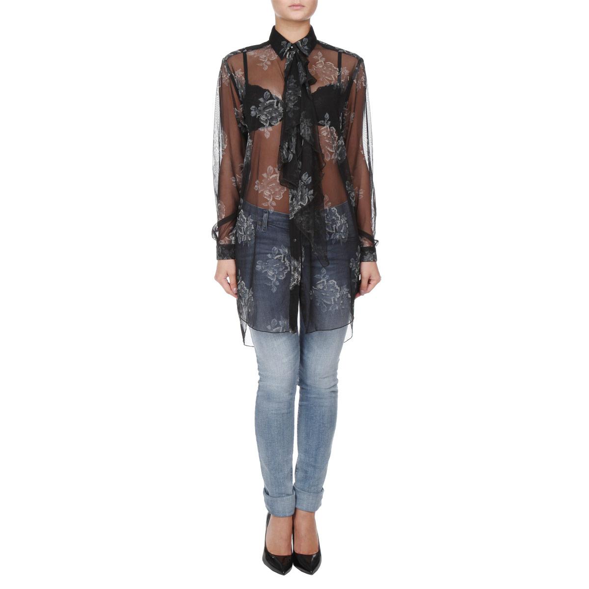 00SKKT-0QAIF/900Стильная женская блуза Diesel, выполненная из легкого полупрозрачного материала, подчеркнет ваш уникальный стиль и поможет создать оригинальный женственный образ. Блузка свободного кроя с длинными рукавами и отложным воротником оформлена оригинальным цветочным принтом. Рукава дополнены манжетами на пуговицах. Блузка застегивается на кнопки, воротник застегивается на пуговицу. В комплект также входит жабо в цвет блузки, которое крепится к воронику на пуговицу. Легкая блуза идеально подойдет для жарких летних дней. Такая блузка будет дарить вам комфорт в течение всего дня и послужит замечательным дополнением к вашему гардеробу.
