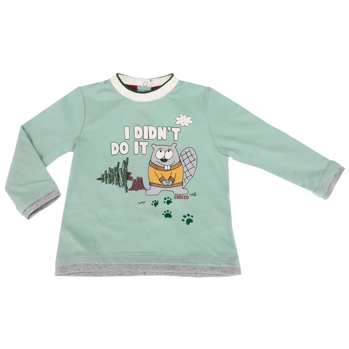 Лонгслив90478330Стильная футболка с длинным рукавом для мальчика Chicco идеально подойдет вашему ребенку. Изготовленная из натурального хлопка, она мягкая и приятная на ощупь, не сковывает движения и позволяет коже дышать, не раздражает даже самую нежную и чувствительную кожу ребенка, обеспечивая наибольший комфорт. Футболка с длинными рукавами и небольшим воротником-стоечкой по спинке застегивается на три металлические застежки-кнопки, что помогает с легкостью переодеть ребенка. Модель оформлена термоаппликацией с изображением забавного бобра, вышитой елочкой, а также рельефными надписями на английском языке. Воротник дополнен трикотажной эластичной резинкой. Отделка рукавов и низа изделия придает эффект 2 в 1. Современный дизайн и модная расцветка делают эту футболку стильным предметом детского гардероба. В ней ваш маленький мужчина будет чувствовать себя уютно и комфортно, и всегда будет в центре внимания!