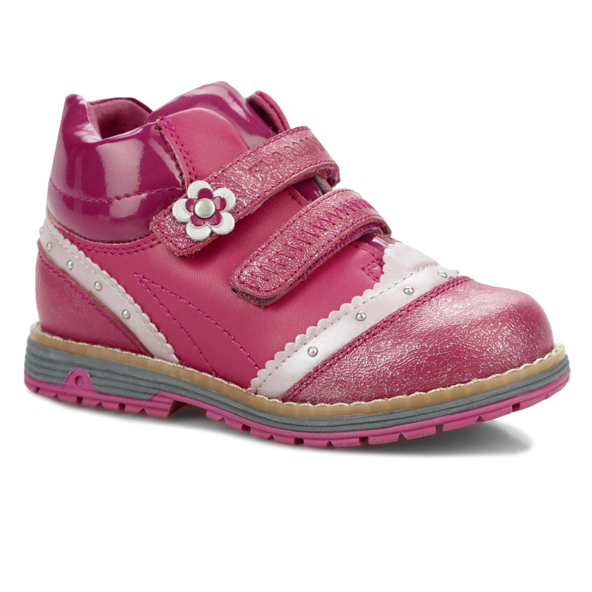 52-CB308Модные ботинки от Flamingo придутся по душе вашей дочурке! Модель изготовлена из натуральной кожи со вставками из искусственной лаковой кожи. Обувь оформлена бусинами, волнообразной окантовкой, по ранту - крупной прострочкой, на верхнем ремешке - аппликацией в виде цветочка. Ремешки с застежками-липучками, расположенные поверх язычка, надежно зафиксируют ногу ребенка. Подкладка и стелька, исполненные из шерстяной байки, согреют ножки в холодную погоду. Невысокий каблук и подошва - с противоскользящим рифлением. Стильные ботинки займут достойное место в гардеробе вашего ребенка.