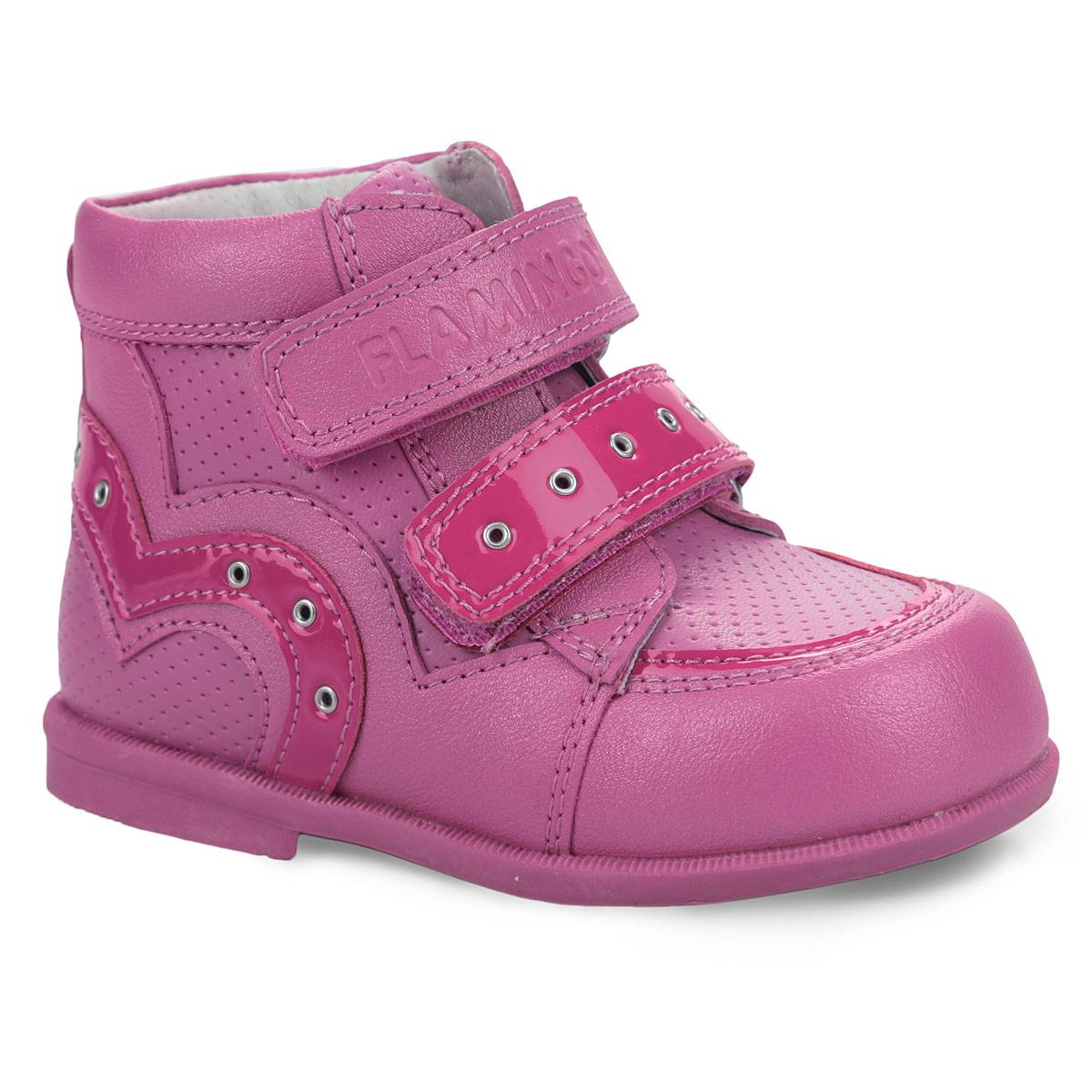 Ботинки для девочки. QP5701QP5701Модные ботинки от Flamingo придутся по душе вашей дочурке! Модель изготовлена из натуральной кожи со вставками из искусственной лаковой кожи. Обувь оформлена декоративной прострочкой, перфорацией, задним наружным ремнем, сбоку и на ремешке - декоративными люверсами. Перфорация позволяет ногам дышать. Ярлычок на заднике облегчает надевание обуви. Ремешки с застежками-липучками, пропущенные через шлевки на подъеме, надежно зафиксируют ногу ребенка. Кожаная стелька дополнена супинатором, который обеспечивает правильное положение ноги ребенка при ходьбе, предотвращает плоскостопие. Ортопедический каблук Томаса укрепляет подошву под средней частью стопы и препятствует заваливанию детской стопы внутрь. Подошва оснащена противоскользящим рифлением. Стильные ботинки займут достойное место в гардеробе вашего ребенка.