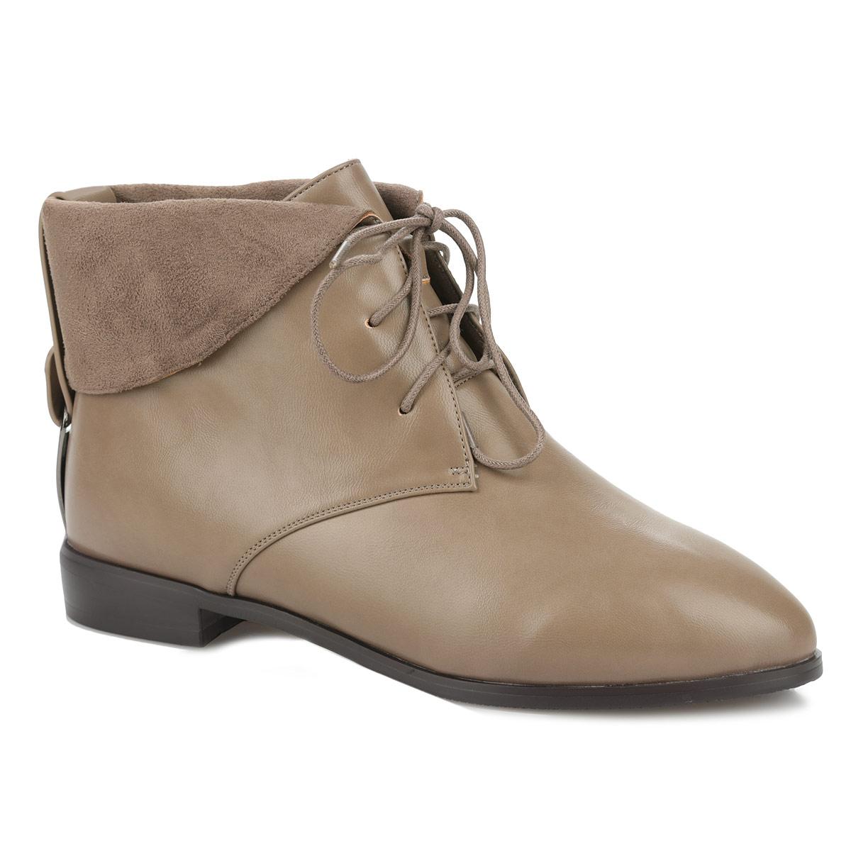 Ботинки женские 5464-01-4B5464-01-4BЭффектные женские ботинки от Inario покорят вас с первого взгляда! Модель изготовлена из искусственной кожи и оформлена отворотом, на заднике - декоративным ремешком, пропущенным через металлическую фурнитуру. Шнуровка прочно зафиксирует обувь на вашей ноге. Мягкая стелька дополнена нашивкой с названием бренда. Ботинки оснащены невысоким устойчивым каблуком. Подошва и каблук с противоскользящим рифлением обеспечивают отличное сцепление с поверхностью. Стильные ботинки - незаменимая вещь в гардеробе истинной модницы.