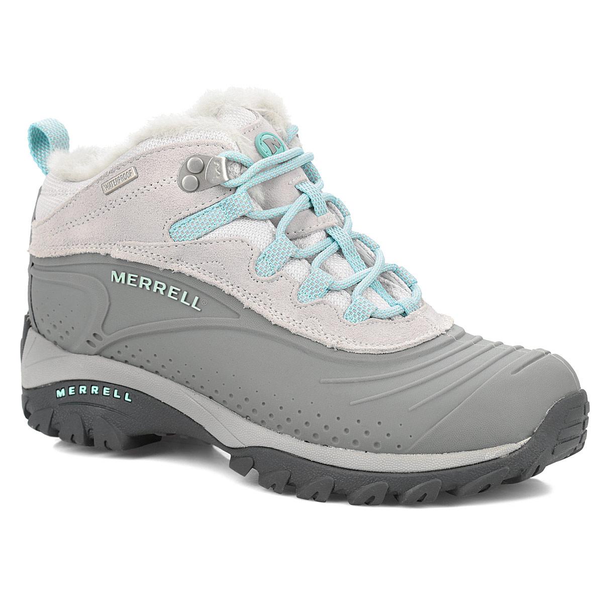 J132947CУдобные трекинговые женские ботинки Storm Trekker 6 от Merrell прекрасно подойдут для активного отдыха в холодное время года. Конструкция Waterproof. Верх модели выполнен из натуральной замши и термополиуретана двойной плотности, который надежно защитит от проникновения влаги. Подкладка Merrell Conductor из мягкого флиса защитит ноги от холода и обеспечит комфорт. Шнуровка надежно фиксирует обувь на ноге. Вшитый язычок защищает стопу от попадания щебня внутрь ботинка. Утеплитель Merrell Opti-Warm 200 сохранит ваши ноги в тепле на длительный период. Ботинки оформлены вставками из текстиля, прострочкой контрастного цвета, сбоку - рельефной надписью в виде названия бренда, на язычке - логотипом Merrell. Промежуточная подошва выполнена из ЭВА с Air Cushion - гибкого, легкого материала, обладающего отличной амортизацией, который стабилизирует и защищает от ударов стопу. Подошва Artic Chill из резины с рельефным протектором обеспечивает отличное сцепление на любой поверхности. ...