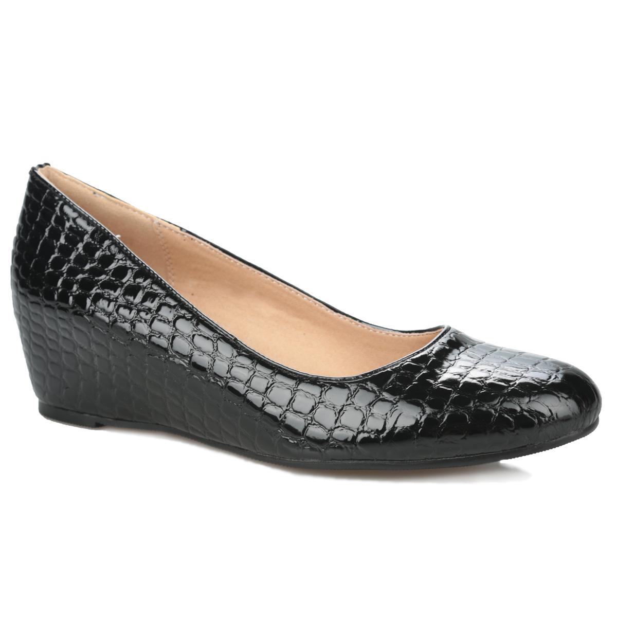 Туфли женские. 35-78-02A35-78-02AУдобные женские туфли от MakFine займут достойное место в вашем гардеробе. Модель выполнена из искусственного лака и оформлена декоративным тиснением под рептилию. Закругленный носок смотрится невероятно женственно. Подкладка и стелька из натуральной кожи обеспечивают максимальный комфорт при ходьбе. Умеренной высоты скрытая танкетка устойчива. Подошва с рифлением защищает изделие от скольжения. Лаконичные туфли прекрасно дополнят любой из ваших модных образов.