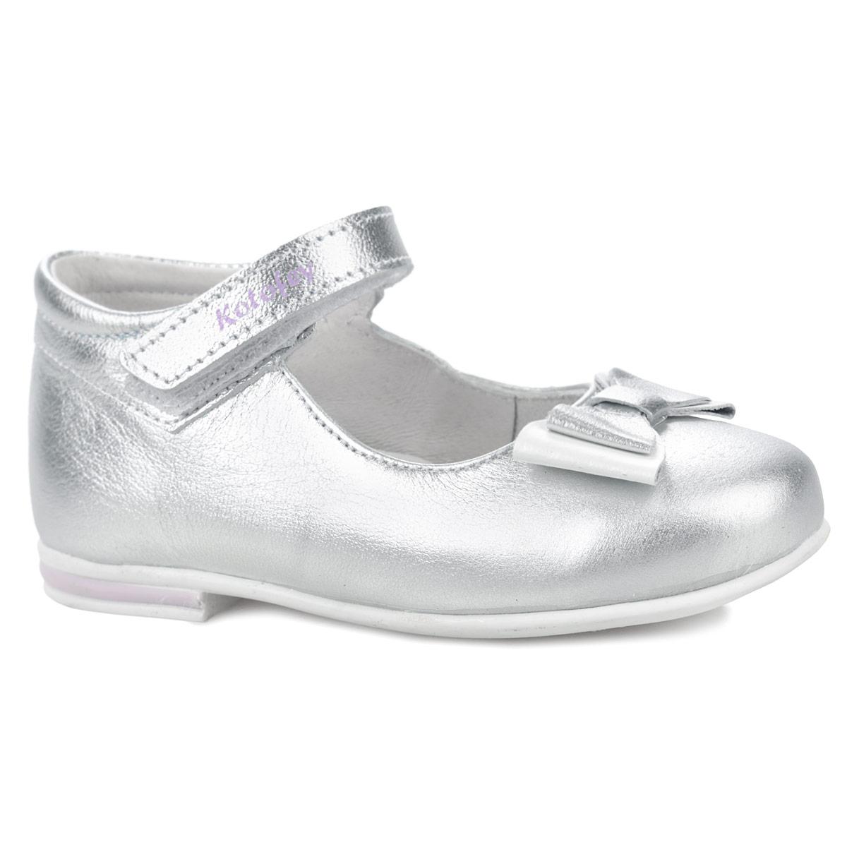 Туфли для девочки. 232054-21232054-21Прелестные туфли от Котофей очаруют вашу дочурку с первого взгляда! Модель выполнена из натуральной кожи и декорирована на ремешке названием бренда, на мысе -двойным бантиком. Ремешок на застежке-липучке гарантирует надежную фиксацию обуви на ноге. Съемная стелька EVA с поверхностью из натуральной кожи дополнена супинатором, который обеспечивает правильное положение ноги ребенка при ходьбе, предотвращает плоскостопие. Рифленая поверхность каблука и подошвы защищает изделие от скольжения. Удобные туфли - незаменимая вещь в гардеробе каждой девочки.