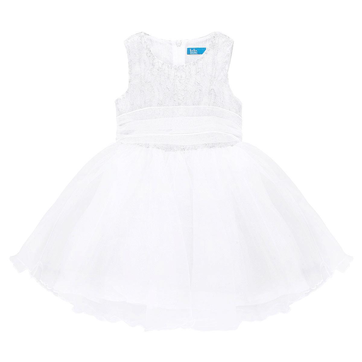 Платье для девочки. 215BBGM2512215BBGM2512Очаровательное платье для девочки Button Blue идеально подойдет вашей маленькой принцессе. Изготовленное из 100% полиэстера, оно необычайно мягкое и приятное на ощупь, не сковывает движения и позволяет коже дышать, не раздражает даже самую нежную и чувствительную кожу ребенка, обеспечивая наибольший комфорт. В качестве подкладки используется натуральный хлопок. Платье без рукавов и с круглым вырезом горловины по спинке застегивается на скрытую длинную застежку-молнию, что позволяет легко переодеть ребенка. От линии талии заложены складочки, придающие изделию пышность. Многослойная юбочка выполнена из микросетки. Верхняя часть платья украшена фольгированной плотной нитью и пайетками и дополнена слоем из микросетки. На талии предусмотрен широкий пояс, завязывающийся сзади в крупный бант. Современный дизайн и модная расцветка делают это платье незаменимым предметом детского гардероба. В нем вашей маленькой принцессе будет комфортно и уютно, и она всегда будет в центре...