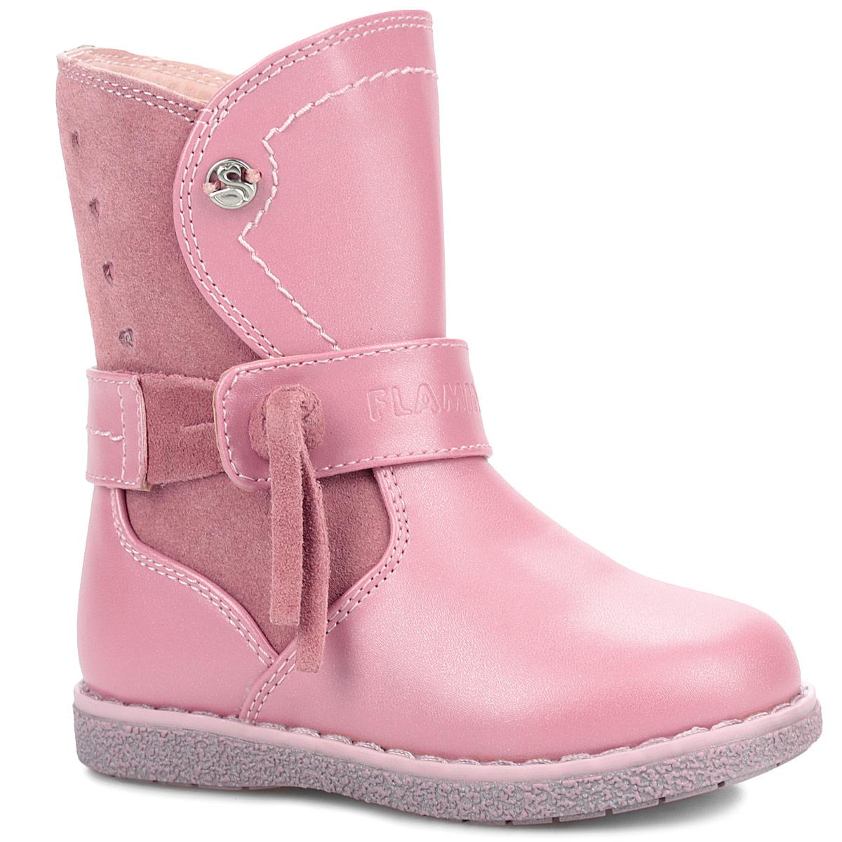 Сапоги для девочки. XC4868XC4868Прелестные сапожки от Flamingo придутся по душе вашей дочурке! Модель изготовлена из натуральной кожи со вставками из искусственной замши. Верх изделия оформлен декоративным элементом в виде логотипа бренда, подошва - рельефным рисунком, рант - крупной прострочкой, голенище - перфорацией в виде сердечек. Подъем опоясывает декоративный ремешок с кисточкой из искусственной замши. Сапоги застегиваются на удобную застежку-молнию, расположенную на одной из боковых сторон. Подкладка и стелька, исполненные из шерстяной байки, согреют ножки в холодную погоду. Подошва с рифлением в виде оригинального рисунка гарантирует идеальное сцепление с любой поверхностью. Стильные сапоги займут достойное место в гардеробе вашего ребенка.