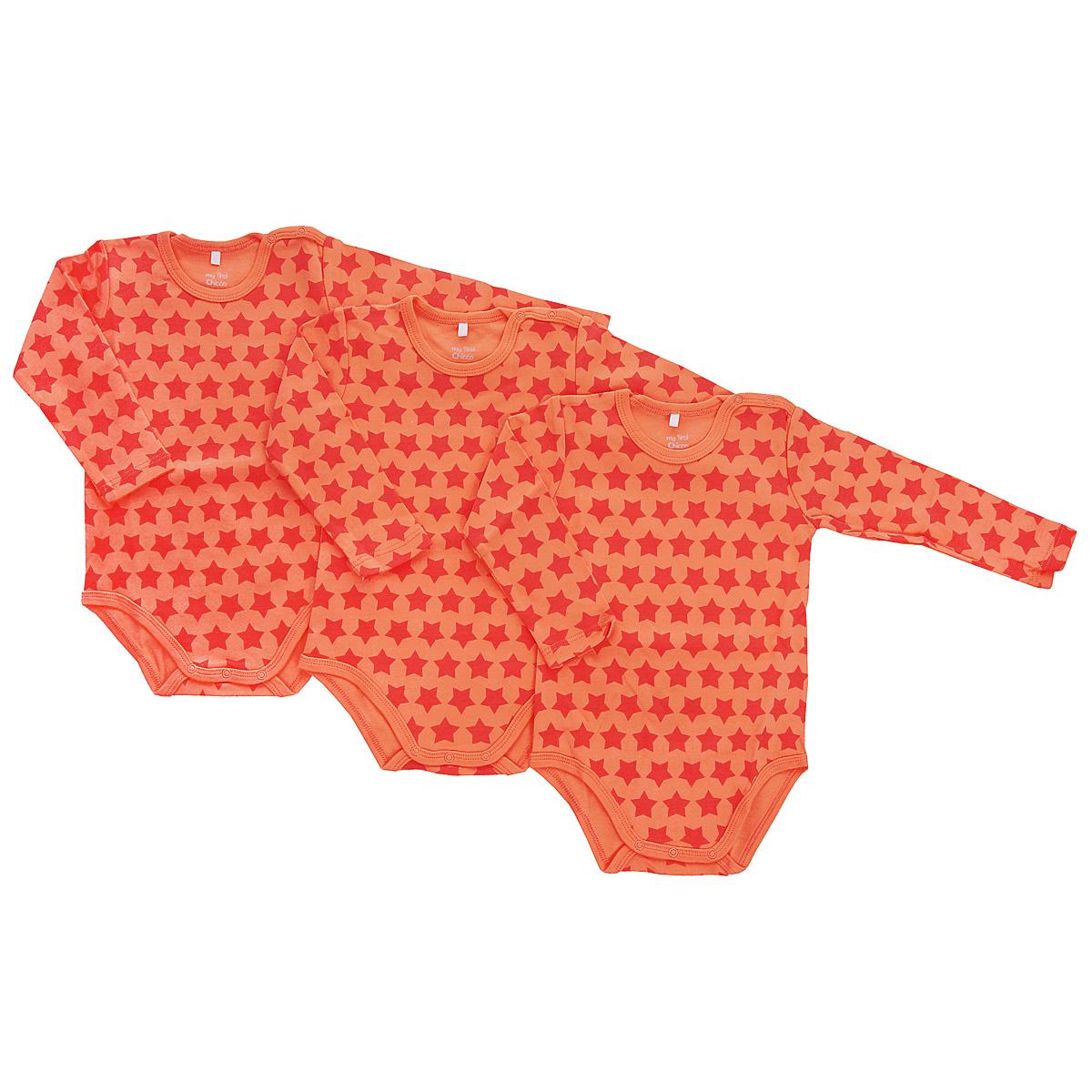 Боди детское, 3 шт. 9017663090176630Детское боди Chicco My First послужит идеальным дополнением к гардеробу вашего ребенка, обеспечивая ему наибольший комфорт. Изготовленное из натурального хлопка, оно необычайно мягкое и приятное на ощупь, не сковывает движения ребенка и придает комфорт. Боди с длинными рукавами и круглым вырезом горловины имеет застежки-кнопки по плечу и на ластовице, что помогает с легкостью переодеть ребенка. Оформлено изделие ненавязчивым принтом по всей поверхности. Боди полностью соответствует особенностям жизни ребенка в ранний период, не стесняя и не ограничивая его в движениях. В нем ваш ребенок всегда будет в центре внимания. В комплект входят три одинаковых боди.