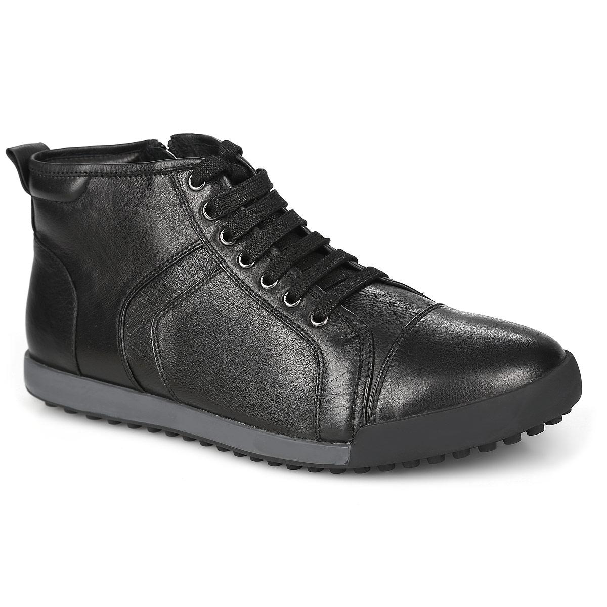 M23095Стильные мужские ботинки от Vitacci отличный вариант на каждый день. Модель выполнена из натуральной кожи. Подкладка и стелька - из мягкого ворсина защитят ноги от холода и обеспечат комфорт. Классическая шнуровка надежно фиксирует модель на ноге. Задник изделия украшен наружным ярлычком. Ботинки застегиваются на застежку-молнию, расположенную сбоку. Подошва из термополиуретана с рельефным протектором обеспечивает отличное сцепление на любой поверхности. В этих ботинках вашим ногам будет комфортно и уютно. Они подчеркнут ваш стиль и индивидуальность.