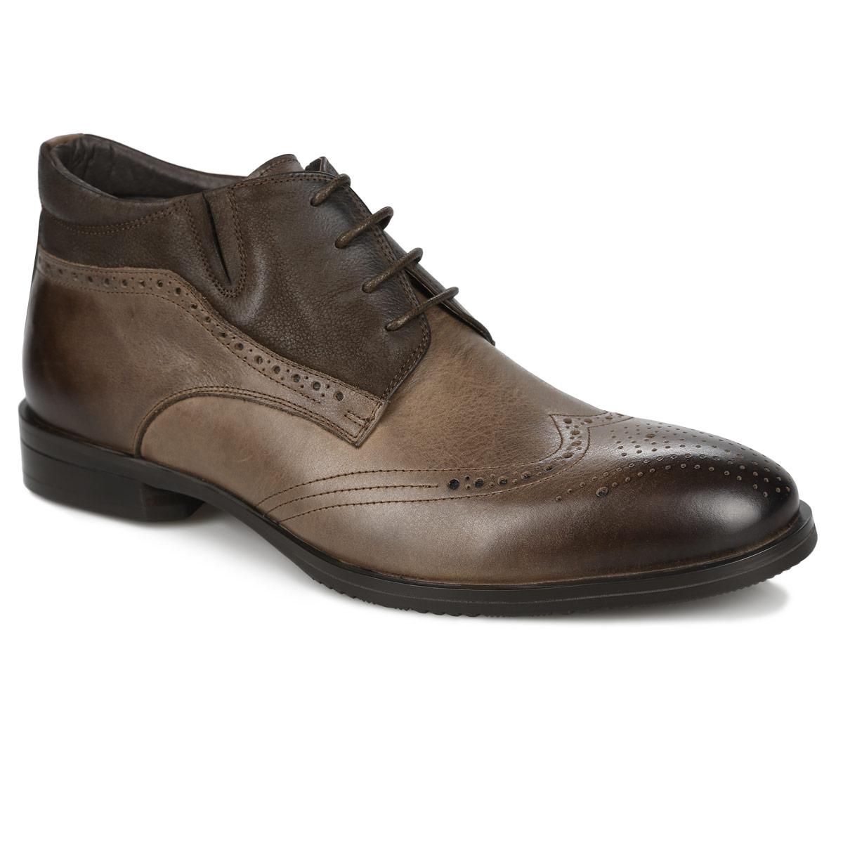 Броги мужские. 104-174104-174-39(T)Стильные ботинки от Dino Ricci прекрасно дополнят ваш деловой образ. Модель выполнена из натуральной высококачественной кожи и оформлена декоративной перфорацией, задним наружным ремнем. Ботинки застегиваются на боковую застежку-молнию. Шнуровка позволяет прочно зафиксировать обувь на ноге. Резинка, расположенная сбоку, гарантирует оптимальную посадку модели на ноге. Мягкая стелька комфортна при движении. Каблук и подошва с рифлением обеспечивают идеальное сцепление с поверхностью. Изысканные ботинки подчеркнут ваше безупречное чувство стиля.