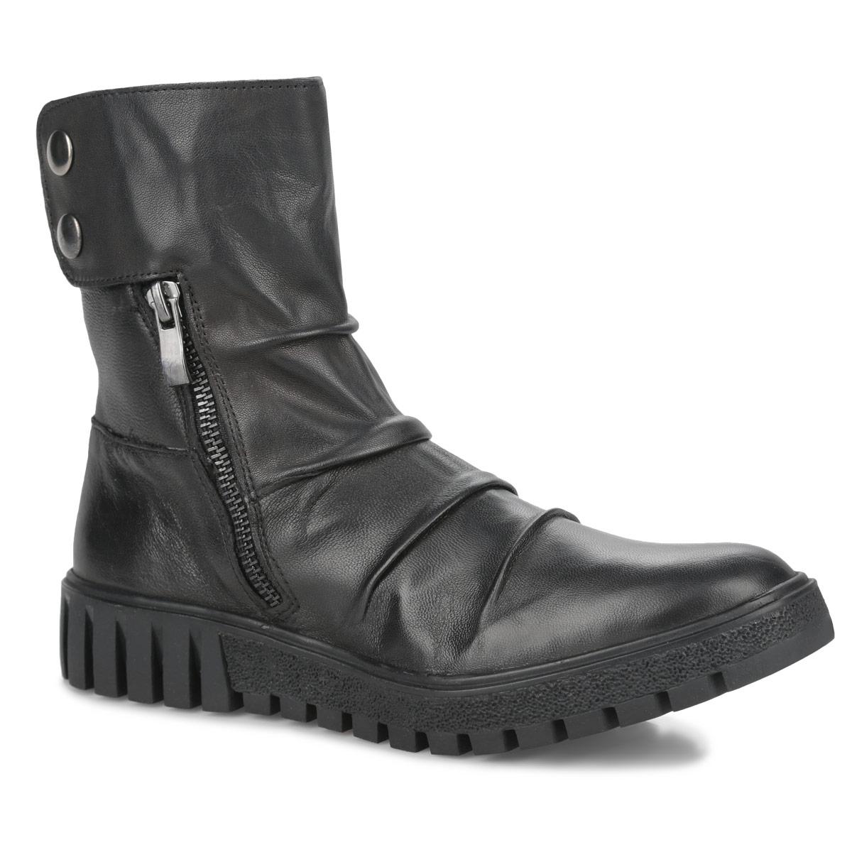 Ботинки женские. 1-25822-35-0011-25822-35-001Ультрамодные ботинки от Tamaris займут достойное место в вашем гардеробе. Модель выполнена из натуральной кожи и оформлена на подъеме декоративными складками. Подкладка исполнена из мягкого текстиля. Ботинки застегиваются на боковые застежки-молнии и дополнительно хлястиком на липучку, расположенным на голенище. Хлястик декорирован двумя металлическими заклепками. Изюминка модели - подошва с глубоким рисунком протектора, который обеспечивает отличное сцепление с любыми поверхностями. В таких ботинках вашим ногам будет комфортно и уютно!