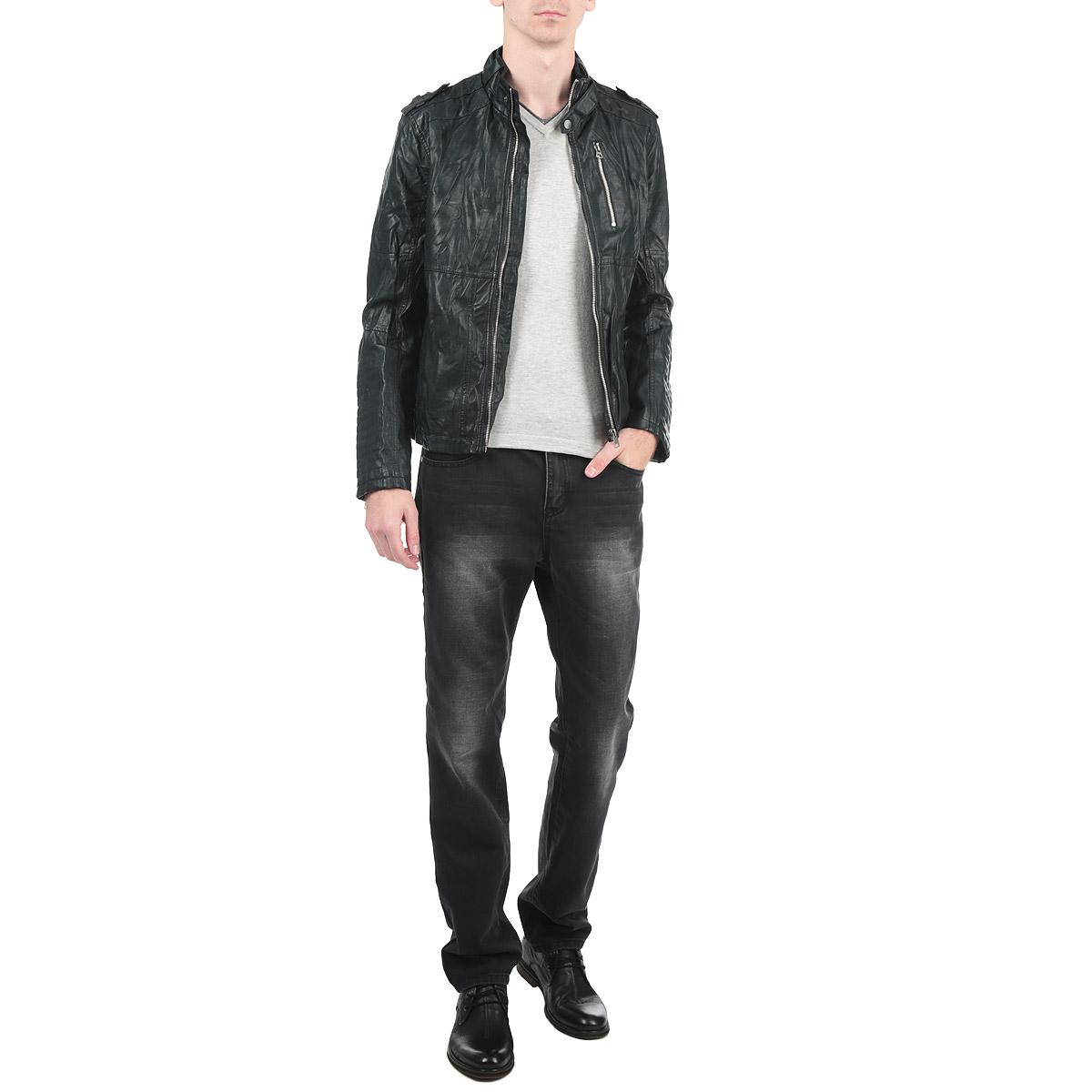 Куртка мужская. 3721883.00.123721883.00.12_2578Стильная мужская куртка Tom Tailor Denim выполнена из высококачественной искусственной матовой кожи с подкладкой из полиэстера и рассчитана на прохладную погоду. Куртка поможет вам почувствовать себя максимально комфортно и стильно. Модель с длинными рукавами и воротником-стойкой застегивается на металлическую застежку-молнию. Манжеты декорированы металлическими молниями. Куртка дополнена двумя втачными карманами и потайным кармашком на кнопке, расположенным с внутренней стороны изделия. Модный дизайн и практичность - отличный выбор на каждый день!