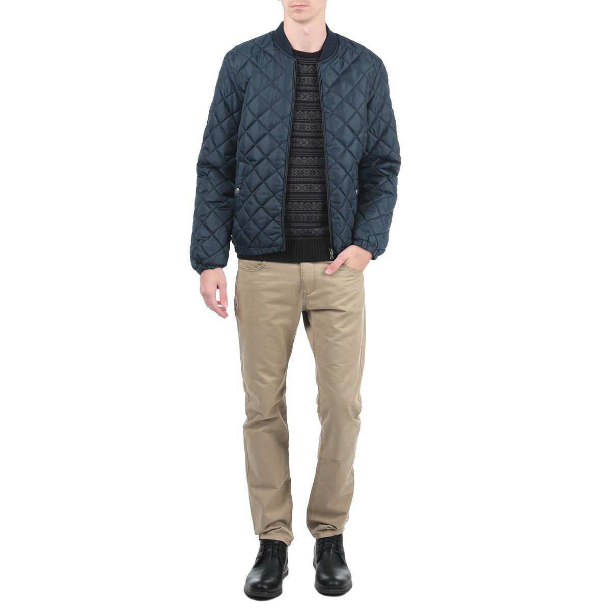 Куртка мужская. 1015307010153070_557Стильная и легкая мужская куртка Broadway отлично подойдет для прохладной погоды. Куртка с круглым воротником, оформленная стеганой отстрочкой, застегивается на застежку-молнию и дополнена двумя прорезными карманами на кнопках. На внутренней стороне изделие дополнено прорезным карманом на липучке. Воротник изделия дополнен ремешком на пряжке, манжеты рукавов застегиваются на кнопки. Эта модная куртка послужит отличным дополнением к вашему гардеробу.