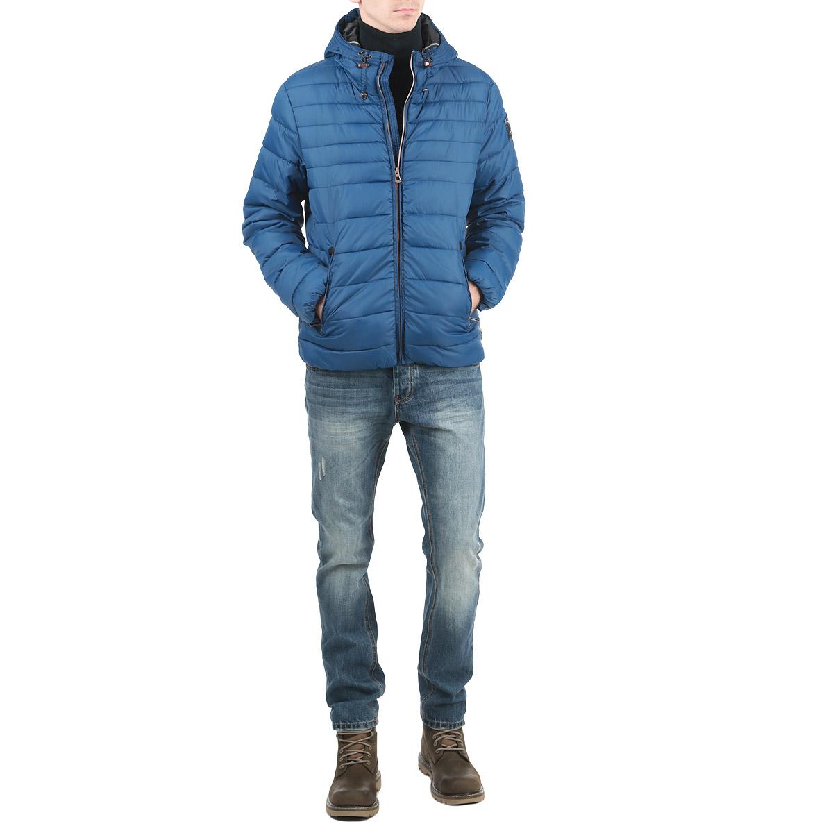 Куртка мужская. 1015307910153079_564Стильная мужская куртка Broadway отлично подойдет для прохладной погоды. Модель прямого кроя с капюшоном на кулиске застегивается на застежку-молнию с защитой подбородка. Куртка оформлена стеганой отстрочкой и дополнена двумя карманами на застежке-молнии. На внутренней стороне - прорезной карман на липучке. Капюшон изделия несъемный. Манжеты рукавов и низ изделия стянуты резинкой, что препятствует проникновению холодного воздуха. Утеплитель выполнен из синтепона. Эта модная куртка послужит отличным дополнением к вашему гардеробу.