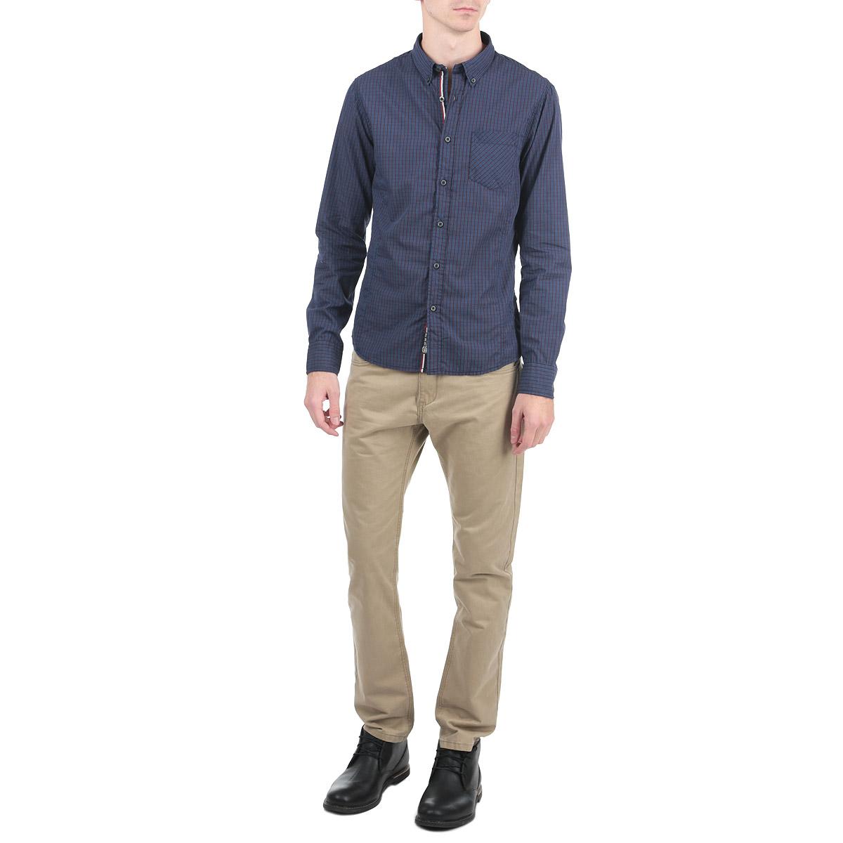 Рубашка10153051_557Стильная рубашка с длинными рукавами, отложным воротником и застежкой на пуговицы приятная на ощупь, не сковывает движения, обеспечивая наибольший комфорт. Рубашка оформлена ярким клетчатым принтом и накладными карманами. Рубашка, выполненная из хлопка, обладает высокой воздухопроницаемостью и гигроскопичностью, позволяет коже дышать, тем самым обеспечивая наибольший комфорт при носке даже самым жарким летом. Эта модная и удобная рубашка послужит замечательным дополнением к вашему гардеробу.