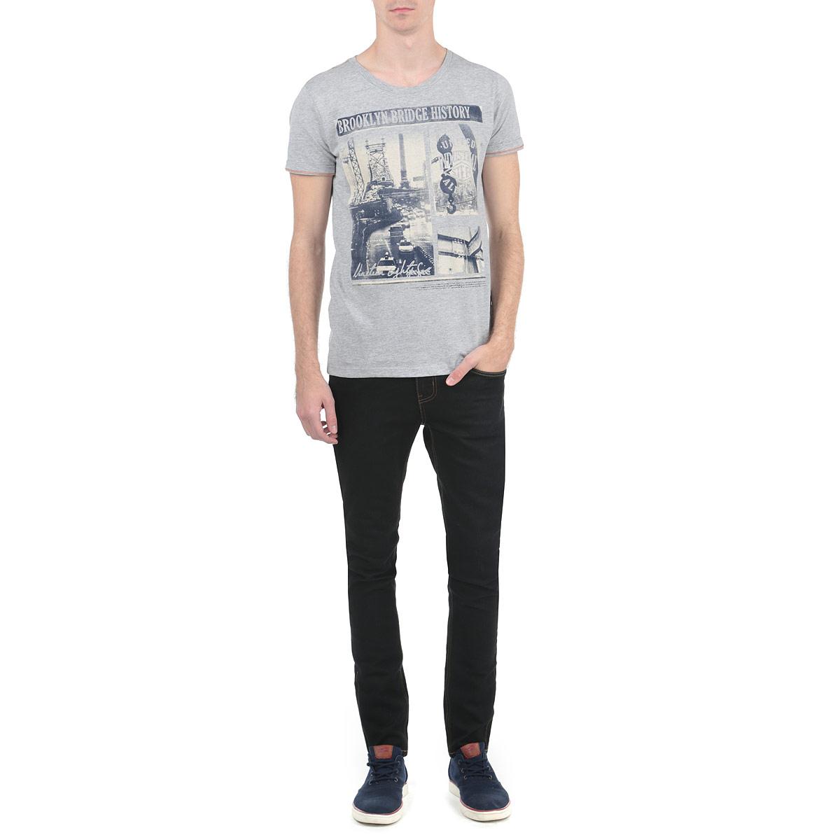 10153005_02AСтильная мужская футболка Broadway, выполненная из высококачественного трикотажного материала, обладает высокой воздухопроницаемостью и гигроскопичностью, позволяет коже дышать. Модель с короткими рукавами и круглым вырезом горловины спереди оформлена фотопринтом и надписями. Эта футболка - идеальный вариант для создания эффектного образа.