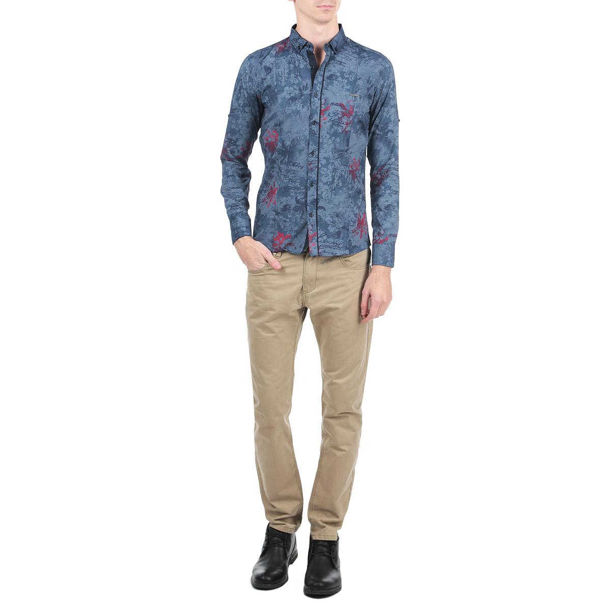 Рубашка мужская. 10021002_11Мужская рубашка Rodney, выполненная из высококачественного плотного 100% хлопка, обладает высокой теплопроводностью, воздухопроницаемостью и гигроскопичностью, позволяет коже дышать, тем самым обеспечивая наибольший комфорт при носке. Модель прямого кроя с отложным воротником, длинными рукавами и полукруглым низом застегивается на пуговицы. Рубашка оформлена оригинальным цветочным принтом и на груди дополнена металлической нашивкой с названием бренда. Рукава при желании можно подвернуть до локтя и зафиксировать при помощи хлястиков на пуговицах. Такая рубашка подчеркнет ваш вкус и поможет создать великолепный стильный образ.