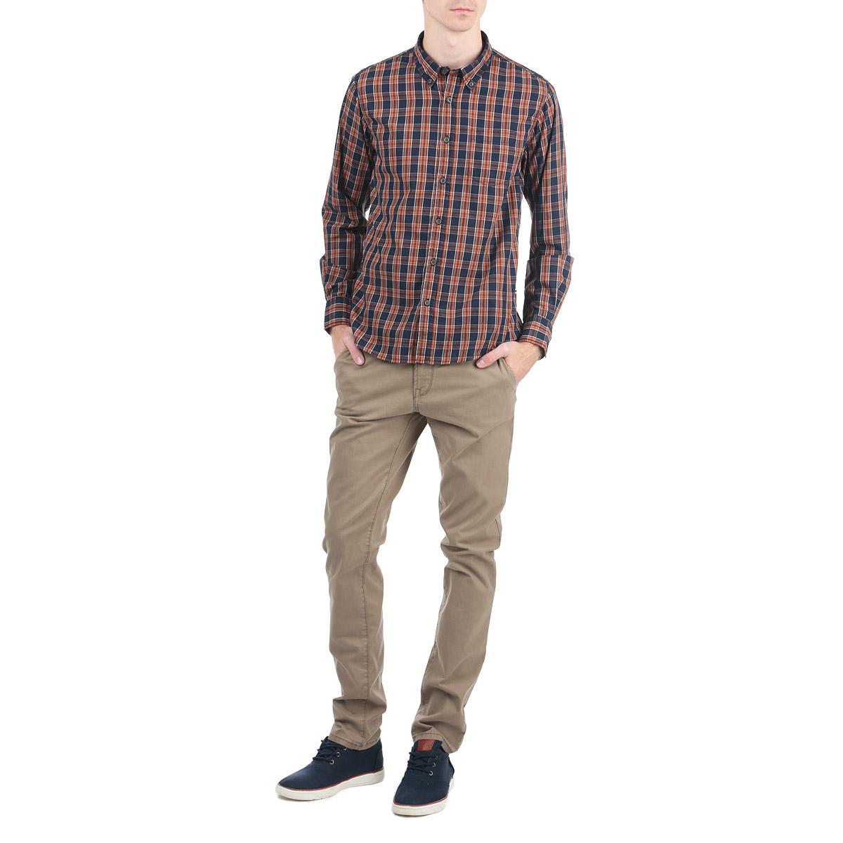 10153049_557Стильная рубашка Broadway с длинными рукавами, отложным воротником и застежкой на пуговицы приятная на ощупь, не сковывает движения, обеспечивая наибольший комфорт. Рубашка оформлена ярким клетчатым принтом и накладными карманами. Рубашка, выполненная из хлопка и полиэстера, обладает высокой воздухопроницаемостью и гигроскопичностью, позволяет коже дышать, тем самым обеспечивая наибольший комфорт при носке даже самым жарким летом. Эта модная и удобная рубашка послужит замечательным дополнением к вашему гардеробу.