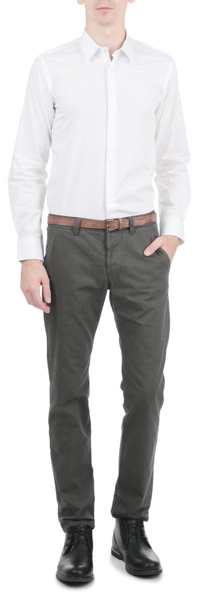 Рубашка мужская SKL1802BISKL1802BIСтильная мужская рубашка с длинными рукавами, отложным воротником и застежкой на пуговицы приятная на ощупь, не сковывает движения, обеспечивая наибольший комфорт. Рубашка, выполненная из хлопка, обладает высокой воздухопроницаемостью и гигроскопичностью, позволяет коже дышать, тем самым обеспечивая наибольший комфорт при носке даже самым жарким летом. Эта модная и удобная рубашка послужит замечательным дополнением к вашему гардеробу.