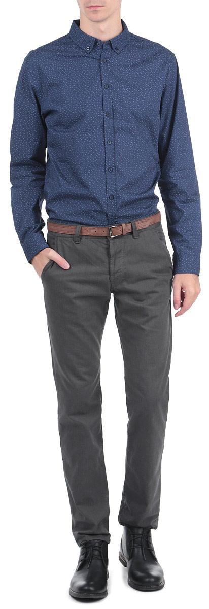 РубашкаH-212/235-5313Стильная мужская рубашка Sela с длинными рукавами, отложным воротником и застежкой на пуговицы приятная на ощупь, не сковывает движения, обеспечивая наибольший комфорт. Рубашка оформлена принтом в виде мелких горошен. Рубашка, выполненная из хлопка, обладает высокой воздухопроницаемостью и гигроскопичностью, позволяет коже дышать, тем самым обеспечивая наибольший комфорт при носке даже самым жарким летом. Эта модная и удобная рубашка послужит замечательным дополнением к вашему гардеробу.