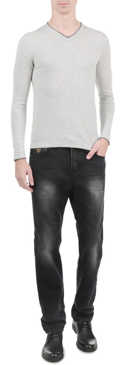 Джинсы мужские Edward. 1015228910152289_538Стильные мужские джинсы Broadway - джинсы высочайшего качества на каждый день, которые прекрасно сидят. Модель зауженного к низу кроя и средней посадки изготовлена из высококачественного материала. Застегиваются джинсы на пуговицу в поясе и ширинку на молнии, имеются шлевки для ремня. Спереди модель оформлены двумя втачными карманами и одним небольшим секретным кармашком, а сзади - двумя накладными карманами. Эти модные и в тоже время комфортные джинсы послужат отличным дополнением к вашему гардеробу. В них вы всегда будете чувствовать себя уютно и комфортно.