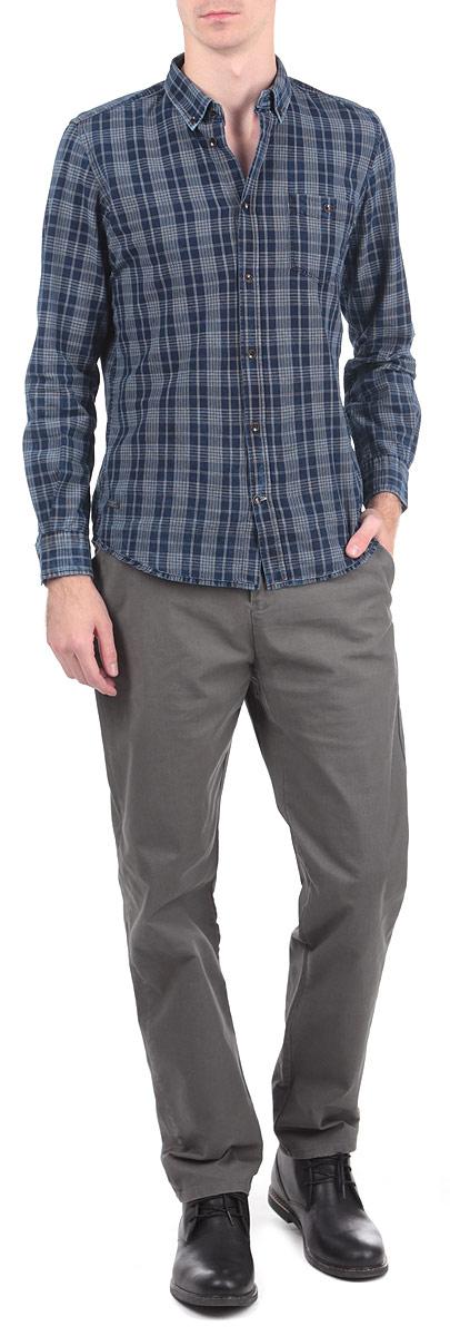 БрюкиM1002.03Стильные мужские брюки Tom Farr, выполненные из высококачественных материалов, приятные на ощупь, не сковывают движения, обеспечивая наибольший комфорт. Брюки классического кроя и средней посадки застегиваются на пуговицу в поясе и ширинку на молнии, имеются шлевки для ремня. Спереди модель оформлена двумя втачными карманами с косыми срезами и одним потайным кармашком, а сзади - двумя прорезными карманами. Эти модные и в тоже время комфортные брюки послужат отличным дополнением к вашему гардеробу.