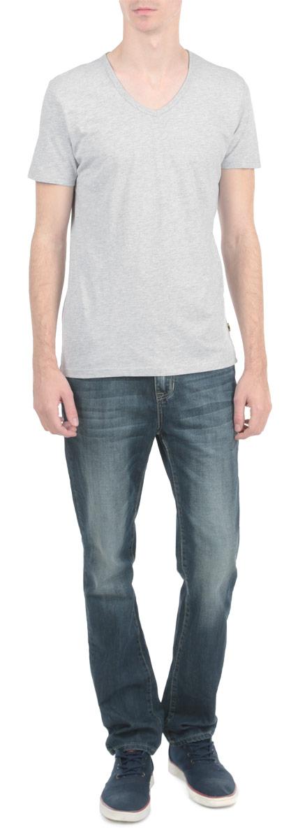 Футболка мужская. 8010264880102648_753Стильная мужская футболка Broadway, выполненная из высококачественного трикотажного материала, обладает высокой воздухопроницаемостью и гигроскопичностью, позволяет коже дышать. Модель с короткими рукавами и V-образным вырезом горловины. Эта футболка - идеальный вариант для создания эффектного образа.