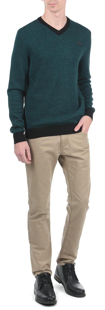 10153061 749Стильные мужские брюки Broadway, выполненные из натурального хлопка высочайшего качества, необычайно мягкие и приятные на ощупь, не сковывают движения, обеспечивая наибольший комфорт. Брюки классического кроя и средней посадки застегиваются на пуговицу в поясе и ширинку на молнии, имеются шлевки для ремня. Спереди модель оформлена двумя втачными карманами с косыми срезами, а сзади - двумя нашивными карманами. Эти модные и в тоже время комфортные брюки послужат отличным дополнением к вашему гардеробу.