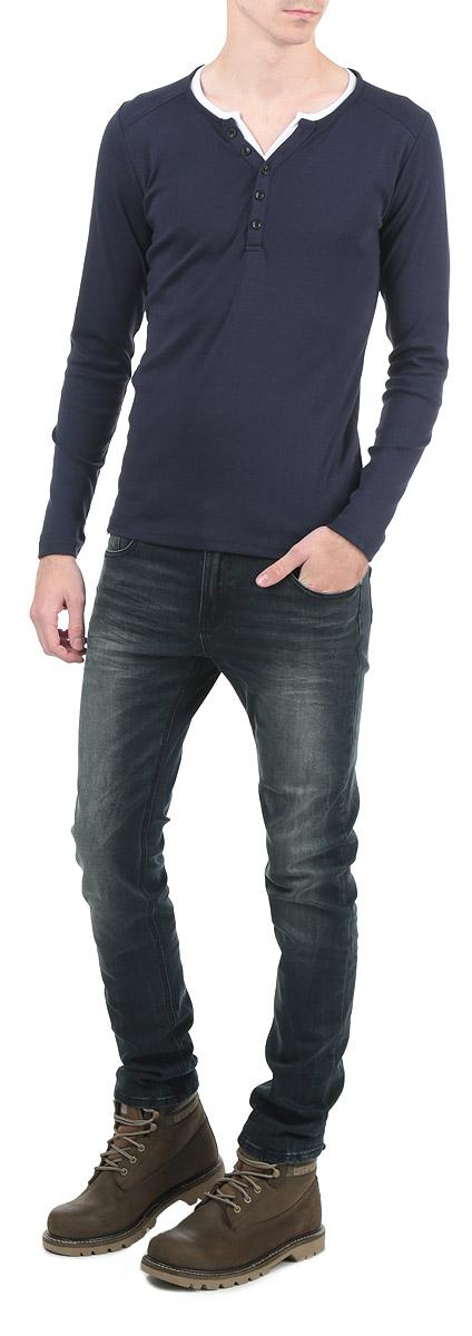 Футболка мужская. 8010277180102771_557Стильная мужская футболка Broadway, выполненная из высококачественного трикотажного материала, обладает высокой воздухопроницаемостью и гигроскопичностью, позволяет коже дышать. Модель с длинными рукавами и круглым вырезом горловины дополнена застежкой на пуговицах. Эта футболка - идеальный вариант для создания эффектного образа.
