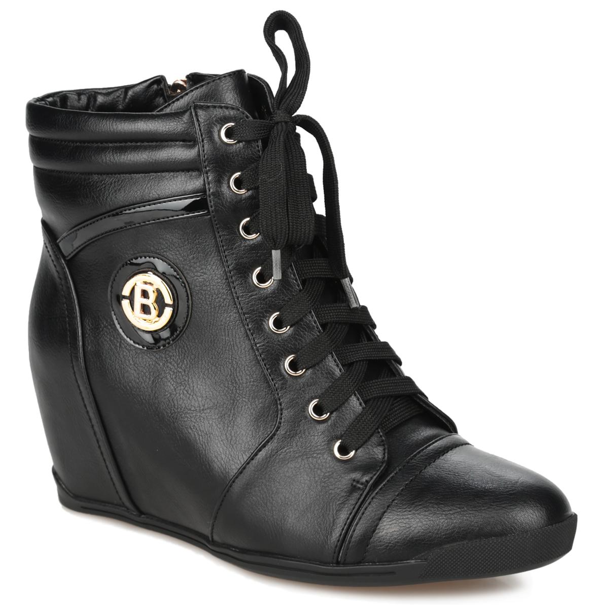 Сникерсы женские. 6721-02-1B6721-02-1BСтильные женские сникерсы от Inario не оставят равнодушной настоящую модницу! Модель изготовлена из искусственной кожи. Внутренняя часть и стелька - из байки, защитят ноги от холода и обеспечат комфорт. Верх изделия оформлен шнуровкой, которая прочно зафиксирует модель на вашей ноге. Сбоку изделие дополнено декоративной вставкой из искусственной лаковой кожи и декоративным металлическим элементом в виде буквы B. Объем голенища декорирован складками. Сникерсы застегиваются на застежку-молнию. Подошва из полимера с рельефным протектором обеспечивает отличное сцепление на любой поверхности. В этих сникерсах вашим ногам будет комфортно и уютно. Они подчеркнут ваш стиль и индивидуальность.
