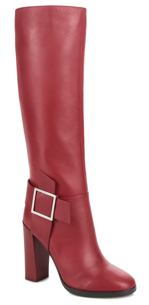 47103Оригинальные сапоги от Vitacci не оставят равнодушной настоящую модницу! Модель изготовлена из натуральной кожи. Внутренняя часть и стелька - из ворсина, защитят ноги от холода и обеспечат комфорт. Декоративный ремень с металлической пряжкой прямоугольной формы украшает боковую сторону изделия и задник. Сапоги застегиваются на застежку-молнию, расположенную на одной из боковых сторон. Подошва из термополиуретана с рельефным протектором обеспечивает отличное сцепление на любой поверхности. Каблук, стилизованный под дерево, устойчив. Модные сапоги покорят вас своим оригинальным дизайном и удобством!