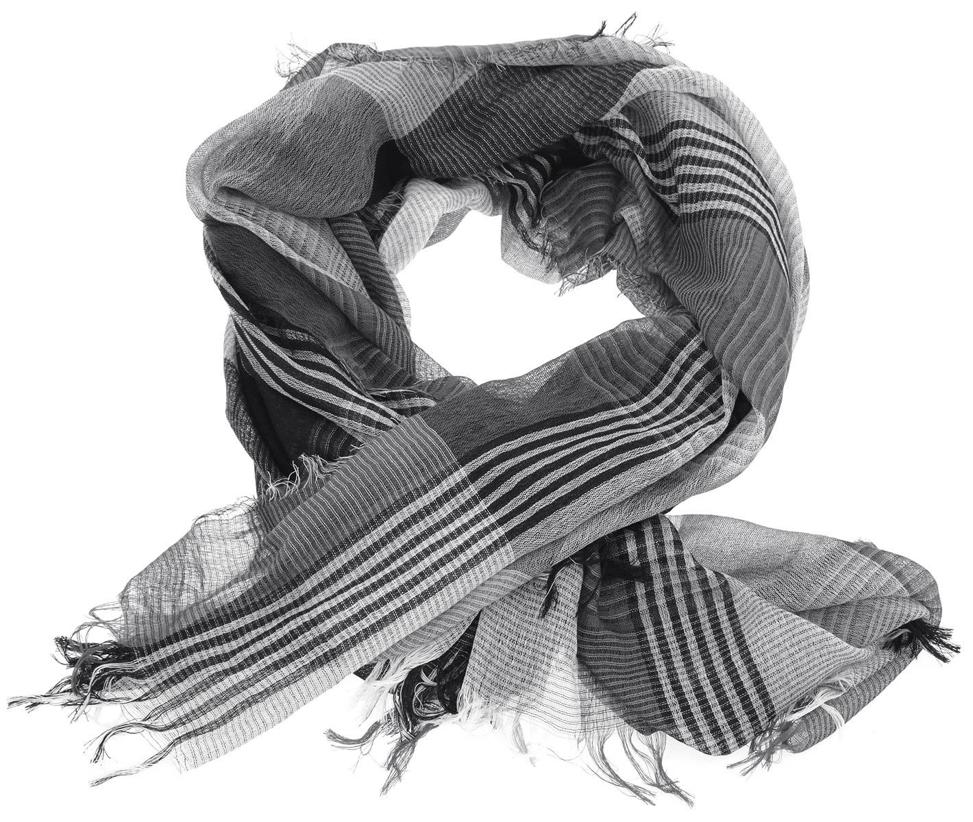 Палантин. DP06012-3DP06012-3Воздушный палантин Fiona Fantozzi выполнен из вискозы с добавлением шерсти и хлопка, украшен актуальным принтом в клетку. Края изделия по периметру оформлены бахромой. Великолепный палантин Laura Biagiotti сочетает в себе вечную классику и современные тренды.