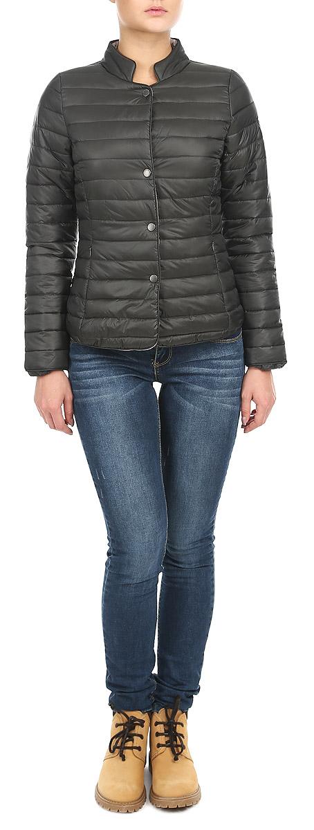 Куртка10153144 802Женская стёганая куртка Broadway отлично подойдет для прохладной погоды. Модель выполнена из матового текстиля, прямого кроя, с воротником-стойкой, застегивается на кнопки. Утеплена тонким слоем синтепона. Куртка оформлена двумя боковыми карманами на застежках-молниях. Эта модная куртка послужит отличным дополнением к вашему гардеробу!