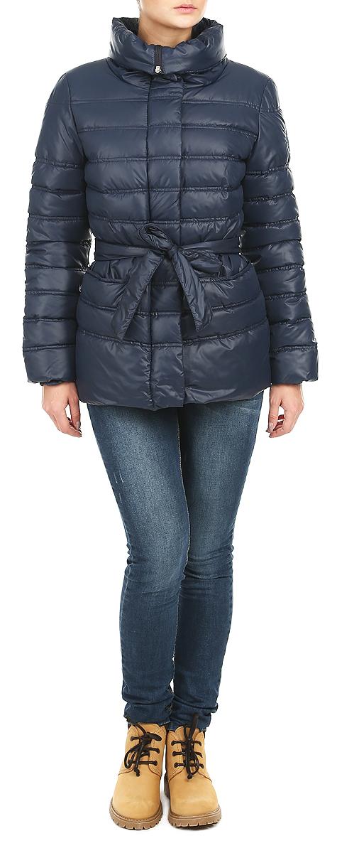 КурткаAL-2634Стильная женская куртка Grishko отлично подойдет для прохладной погоды. Модель приталенного силуэта с отложным высоким воротником-стойкой застегивается на застежку-молнию и дополнительно планкой на металлические кнопки. Куртка оформлена эффектной стежкой, создающей стройный силуэт. Модель дополнена двумя врезными карманами на металлических кнопках и съемным поясом. Манжеты рукавов изделия стянуты резинкой, что препятствует проникновению холодного воздуха. Утеплитель выполнен из холлофайбера, который отличается повышенной теплоизоляцией, антибактериальными свойствами, долговечностью в использовании, и необычайно легок в носке и уходе. Изделия легко стираются в машинке, не теряя первоначального внешнего вида. Эта модная куртка послужит отличным дополнением к вашему гардеробу.