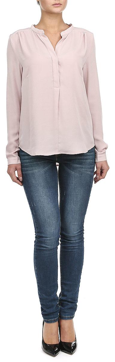 Блузка женская. 1015365610153656 001Стильная блузка Broadway, выполненная из высококачественного материала, - находка для современной женщины, желающей выглядеть стильно и модно. Модель изготовлена из полупрозрачного полиэстера. Изделие прямого кроя с длинными рукавами и V-образным вырезом горловины. Блузка застегивается на пуговицы до середины длины изделия. Манжеты также застегиваются на пуговицы. Блузка с полукруглым низом будет отлично смотреться на вас. Такая модель, несомненно, понравится вам и послужит отличным дополнением к вашему гардеробу.