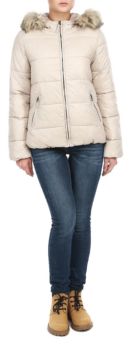 Куртка женская. 1015314610153146_802Стильная женская куртка Broadway отлично подойдет для прохладной погоды. Модель прямого кроя с несъемным капюшоном застегивается на застежку-молнию. Капюшон дополнен искусственным мехом, который при желании можно отстегнуть. Куртка оформлена эффектной стежкой, создающей стройный силуэт. Модель дополнена двумя прорезными карманами на застежке-молнии. Манжеты рукавов изделия стянуты резинкой, что препятствует проникновению холодного воздуха. Утеплитель выполнен полиэстера, который отличается повышенной теплоизоляцией и долговечностью в использовании. Эта модная куртка послужит отличным дополнением к вашему гардеробу.