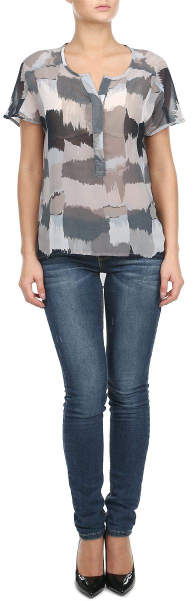 Блузка женская. 6010196560101965 51DМодная и стильная блузка Broadway из струящегося полупрозрачного материала благодаря своей универсальности идеально впишется в любой гардероб. Модель свободного кроя без рукавов с V-образным вырезом горловины, застегивается на потайные пуговицы, скрытые под полочкой до середины длины изделия. Спинка удлиненная. Такая модель, несомненно, понравится ее обладательнице и послужит отличным дополнением к гардеробу.