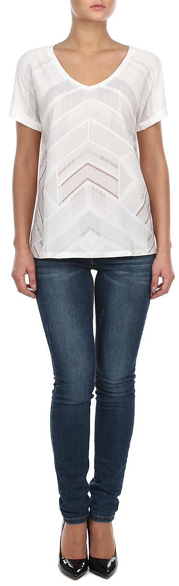 Блузка10153187 001Великолепная женская блузка Broadway, выполненная из полиэстера и вискозы, - находка для современной женщины, желающей выглядеть стильно и модно. Модель свободного кроя с V-образным вырезом горловины и короткими рукавами оформлена геометрическим узором. Блузка Broadway, несомненно, понравится ее обладательнице и послужит отличным дополнением к гардеробу.