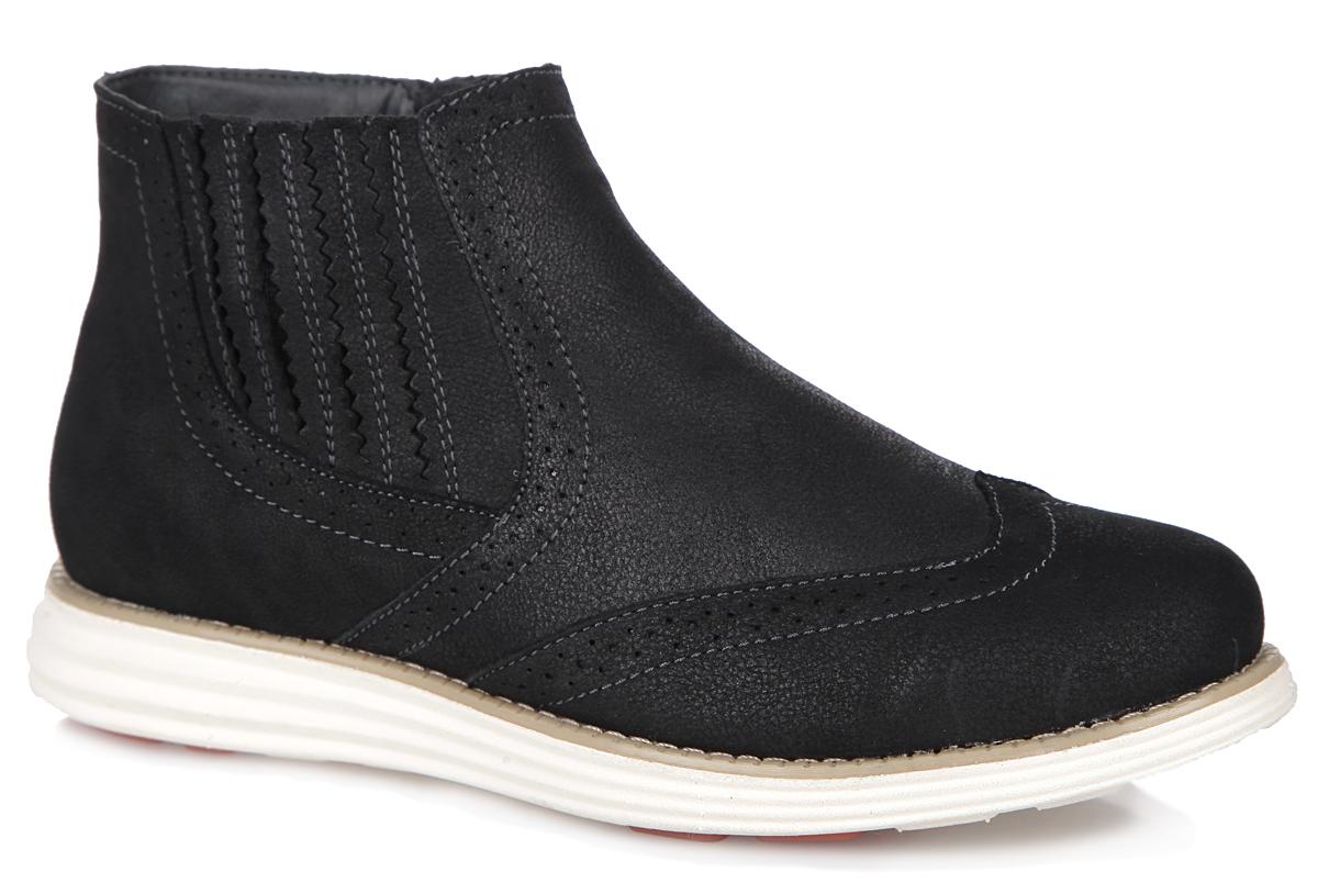 Ботинки женские. 22-03-04A22-03-04AСтильные женские ботинки от Makfly заинтересуют вас своим дизайном. Модель изготовлена из натуральной кожи и оформлена декоративной перфорацией. Ботинки застегиваются на боковую застежку-молнию. Резинка, расположенная сбоку, прочно зафиксирует обувь на вашей ноге. Подкладка и стелька, исполненные из байки, комфортны при ходьбе. Подошва с протектором обеспечивает отличное сцепление с поверхностью. Модные и удобные ботинки - необходимая вещь в гардеробе каждой женщины.