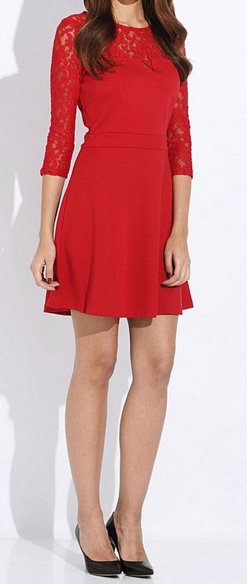 ПлатьеDK-117/681-5416DОчаровательное платье Sela приталенного силуэта из мягкого плотного трикотажа подойдет не только для повседневной носки, но и с легкостью поможет создать романтический образ. Модель с круглым вырезом горловины и рукавами 3/4 расширена к низу. Изюминка модели - легкий кружевной верх. Это стильное платье подарит вам комфорт и станет отличным дополнением к вашему гардеробу.