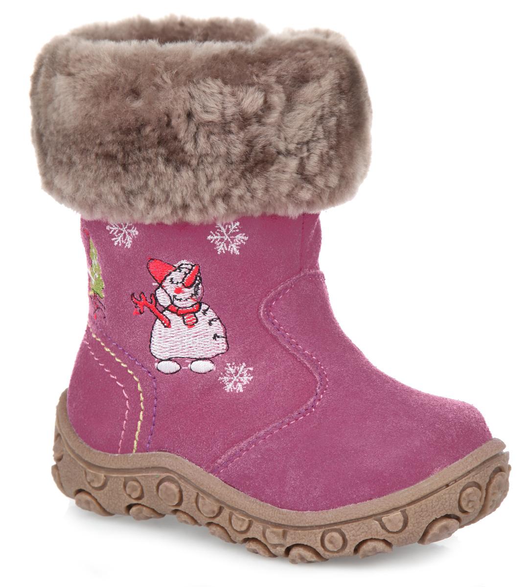 13-374Очаровательные зимние сапожки от Аллигаша порадуют вас и вашего ребенка своим дизайном! Модель изготовлена из натуральной замши и оформлена контрастной прострочкой, на голенище - вышитым узором в виде оленей и снежинок. Верх изделия дополнен оторочкой из натурального меха. Сапоги застегиваются на удобную застежку-молнию, расположенную на одной из боковых сторон. Подкладка и стелька из натурального меха согреют ножки ребенка в холодную погоду. Резиновая подошва с протектором гарантирует идеальное сцепление на любой поверхности. Встречайте зиму ярко и с комфортом в сапожках от Аллигаша.