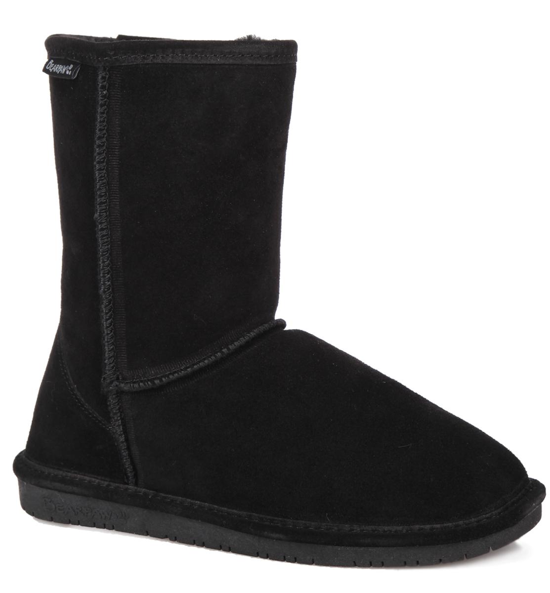 608W-black IIСтильные угги Bearpaw Emma Short заинтересуют вас своим дизайном с первого взгляда! Модель выполнена из натуральной износоустойчивой замши и оформлена крупными декоративными швами, на заднике - текстильной нашивкой с названием и логотипом бренда. Подкладка и стелька, исполненные из теплой овчинной шерсти, защитят ноги от холода и обеспечат комфорт. Ширина голенища компенсирует отсутствие застежек. Подошва из полимера - с противоскользящим рифлением. В таких уггах вашим ногам будет уютно и комфортно! Они прекрасно дополнят ваш повседневный образ.