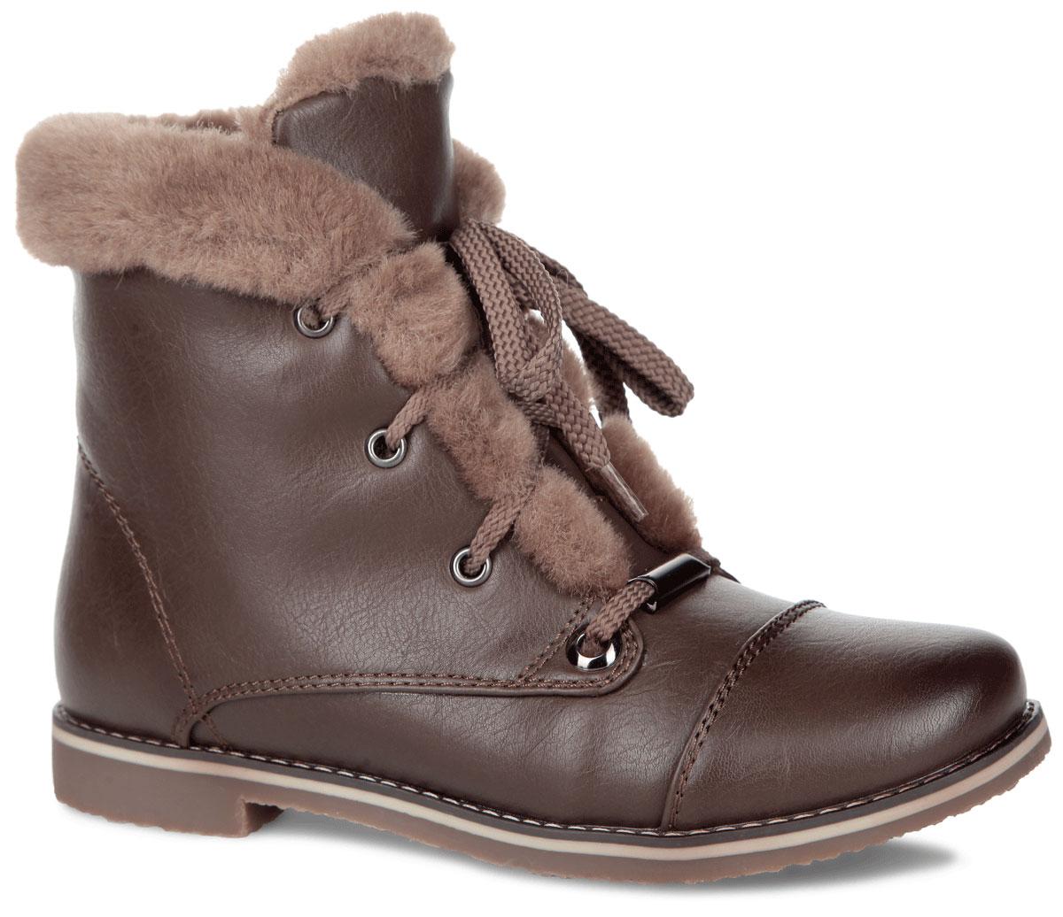 Ботинки женские. 35-51-02D35-51-02DНевероятно удобные ботинки от Makfly придутся вам по душе! Модель выполнена из искусственной кожи и дополнена фактурными швами. Верх изделия и берцы дополнены оторочкой из искусственного меха. Ботинки застегиваются на застежку-молнию, расположенную на одной из боковых сторон. Шнуровка позволит оптимально зафиксировать обувь на ноге и отрегулировать объем. Подкладка и стелька - из искусственного меха, согреют ваши ноги в холодную погоду. Подошва с протектором в виде оригинального рисунка гарантирует идеальное сцепление на любой поверхности. Модные ботинки покорят вас уютом и комфортом!