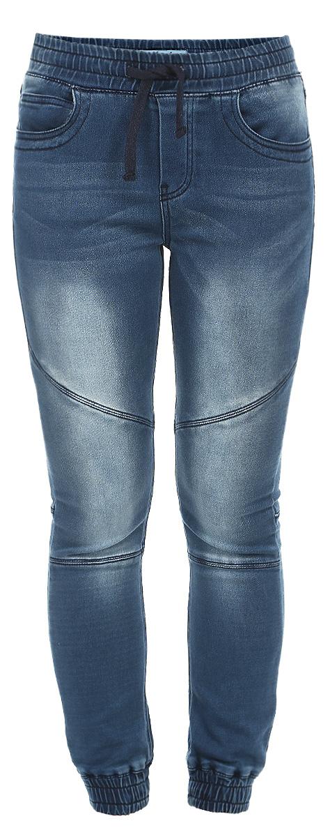 Джинсы женские. Z-JE-1805Z-JE-1805 NAVYСтильные женские джинсы Moodo - отличный выбор на каждый день, ведь они прекрасно сидят и выполнены из высочайшего качества материала. Модель зауженного кроя и средней посадки, предусмотрена кулиска на талии. Спереди модель оформлена двумя втачными карманами с косыми срезами и одним небольшим секретным кармашком, сзади - накладные карманы. Внизу брючины имеют широкие манжеты с эластичными резинками и дополнены декоративной отстрочкой. Эти модные и в тоже время комфортные джинсы послужат отличным дополнением к вашему гардеробу. В них вы всегда будете чувствовать себя уютно и комфортно.