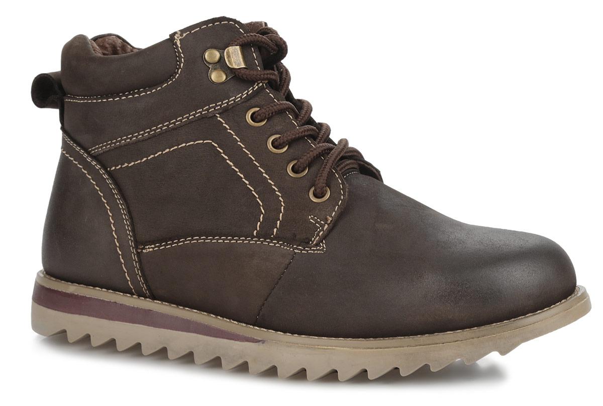 БотинкиM12034MСтильные мужские ботинки от Vitacci - отличный вариант на каждый день. Модель выполнена из натурального нубука. Обувь оформлена прострочкой вдоль ранта. Шнуровка прочно зафиксирует обувь. Ярлычок на заднике облегчает надевание обуви. Подкладка и стелька из шерсти подарят вашим ногам тепло и уют. Подошва с протектором гарантируют идеальное сцепление с любыми поверхностями. В таких ботинках вашим ногам будет комфортно и уютно. Они подчеркнут ваш стиль и индивидуальность.