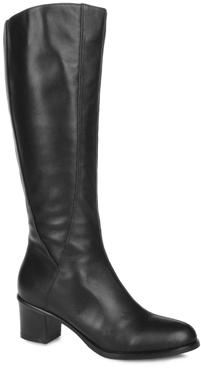 Сапоги женские. 12-02-05AMK12-02-05AMKКлассические женские сапоги от MakFine займут достойное место в вашем гардеробе. Модель выполнена из натуральной кожи и дополнена фактурными швами по верху. Подкладка - из байки и натурального меха, стелька - из натурального меха, защитят ноги от холода и обеспечат комфорт. Умеренной высоты каблук, стилизованный под дерево, устойчив. Сапоги застегиваются на застежку-молнию, расположенную на одной из боковых сторон. Подошва из резины с рельефным протектором обеспечивает отличное сцепление на любой поверхности. В таких сапогах вашим ногам будет уютно и комфортно! Они прекрасно дополнят ваш повседневный образ.