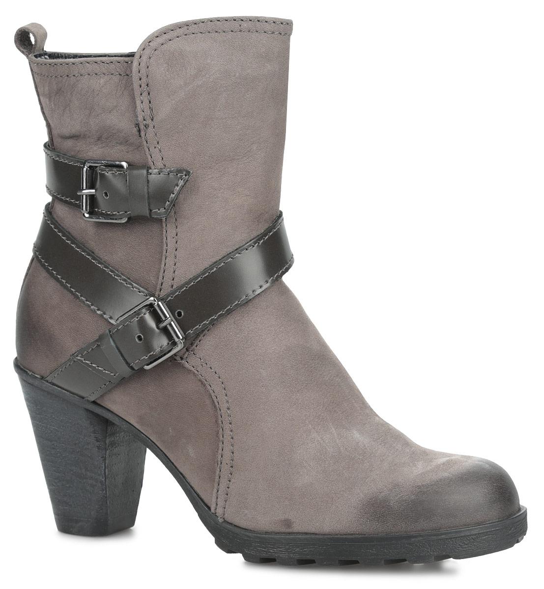 Ботинки женские. 1-1-25809-35-2261-1-25809-35-226Стильные женские ботинки от Tamaris заинтересуют вас своим дизайном. Модель выполнена из натуральной кожи и оформлена ремешками с пряжками. Подкладка и стелька из текстиля комфортны при ходьбе. Ботинки застегиваются на застежку-молнию, расположенную на одной из боковых сторон. Высокий каблук устойчив. Подошва с рельефным протектором обеспечивает отличное сцепление на любой поверхности. В таких ботинках вашим ногам будет комфортно и уютно.