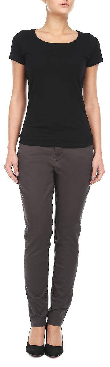 10153215 861Стильные женские брюки Broadway созданы специально для того, чтобы подчеркивать достоинства вашей фигуры. Брюки выполнены из натурального хлопка с добавлением эластана. Модель прямого кроя, немного заужены книзу, станет отличным дополнением к вашему современному образу. Застегиваются брюки на пуговицу в поясе и ширинку на застежке-молнии, имеются шлевки для ремня. Модель оформлена двумя боковыми втачными карманами и имитацией прорезных карманов сзади. Эти модные и в тоже время комфортные брюки послужат отличным дополнением к вашему гардеробу. В них вы всегда будете чувствовать себя уютно и комфортно.